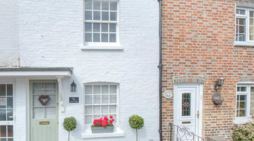 Arundel Cottage 1